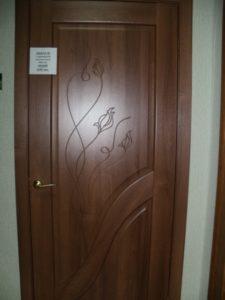 Двери-межкомнатные-Амата-с-гравировкой-золотая-ольха-Каменское-Двери24