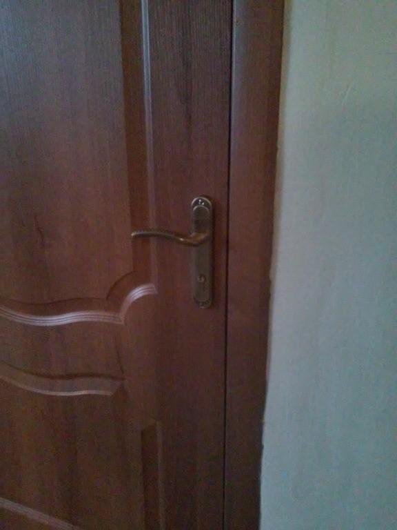 Установка межкомнатных дверей в школе № 44 Каменское